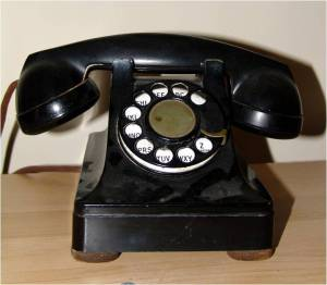 Photo of old black 1970s phone although ours was actually burgandy red